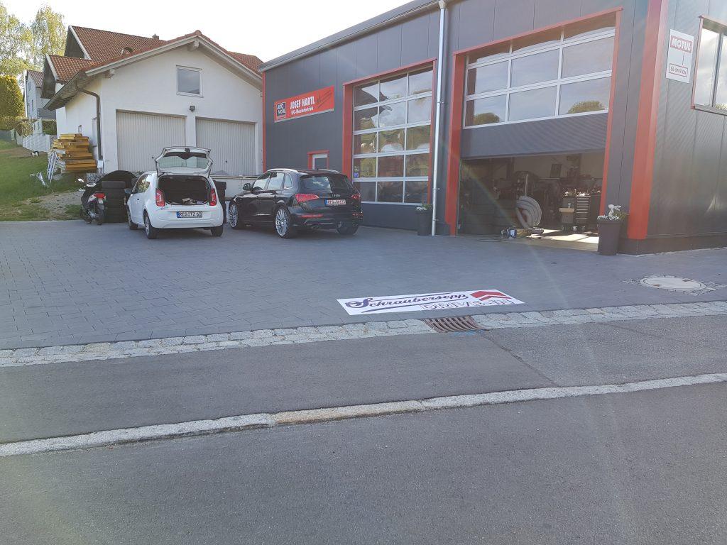 woidstyle wrap the street schraubersepp werbung folie auf asphalt pflaster werbetechnik